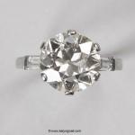 Bague en platine griffée d'un diamant